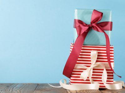Υποδεχόμαστε την εορταστική  περίοδο στην Κosmesis με  σούπερ προσφορές και δώρα  για τις αγαπημένες φίλες και φίλους!