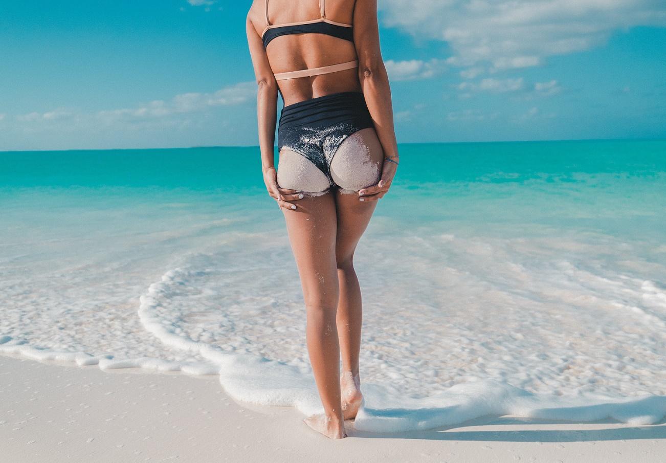 Σέξυ πόδια χωρίς κυτταρίτιδα & ραγάδες: Στην παραλία ολοταχώς!