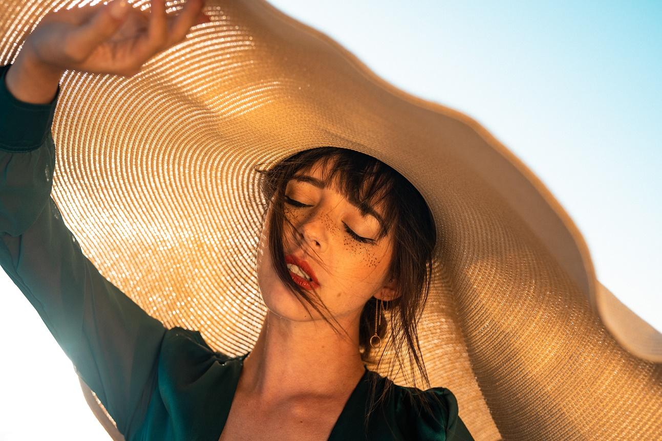 Πανάδες τέλος: Πώς θα έχεις ομοιόμορφο τόνο δέρματος όλο το καλοκαίρι