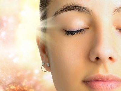 """Φωτοανάπλαση: Αυτή είναι η πιο ανώδυνη, """"ηλιόλουστη"""" μέθοδος για νεανικό δέρμα"""