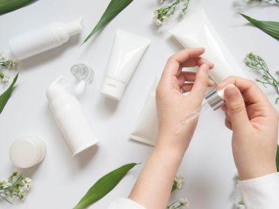 Πώς να τεστάρετε τα δερμοκαλλυντικά προϊόντα πριν τη χρήση τους
